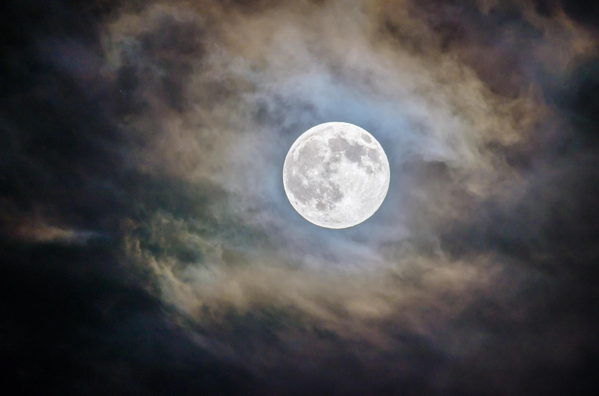 Lunar Power Over Methane Emissions