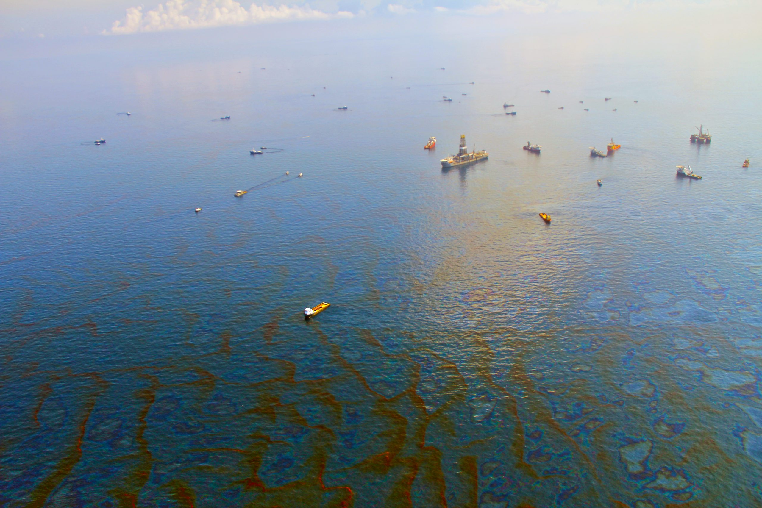 Enormous Source and Sink of Hydrocarbons Discovered in the Ocean