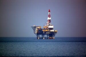 Example of an oil platform. Image from creativecommons.org